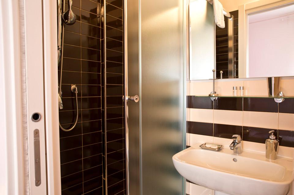 Camera Capri particolare bagno